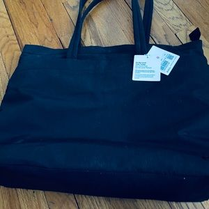 Lululemon on my level tote large 15L